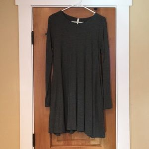 NWOT Gray flowy dress with pockets size small